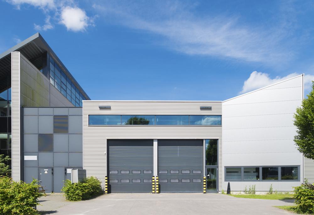 commercial garage doors with rollers